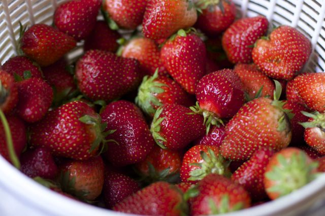 How to properly freeze strawberries whole