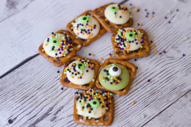 googly eye pretzel treats