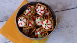 Ideas For Halloween Treats: Easy Eyeball Pretzels