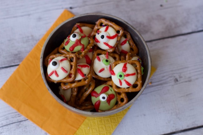 Ideas For Halloween Treats: Easy Eyeball Pretzels