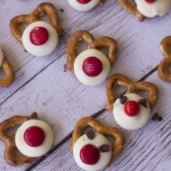 Chocolate Covered Pretzel Treat–Reindeers