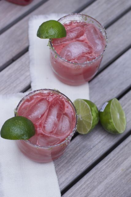 Make a batch of these delicious and easy watermelon margaritas for your next summer party