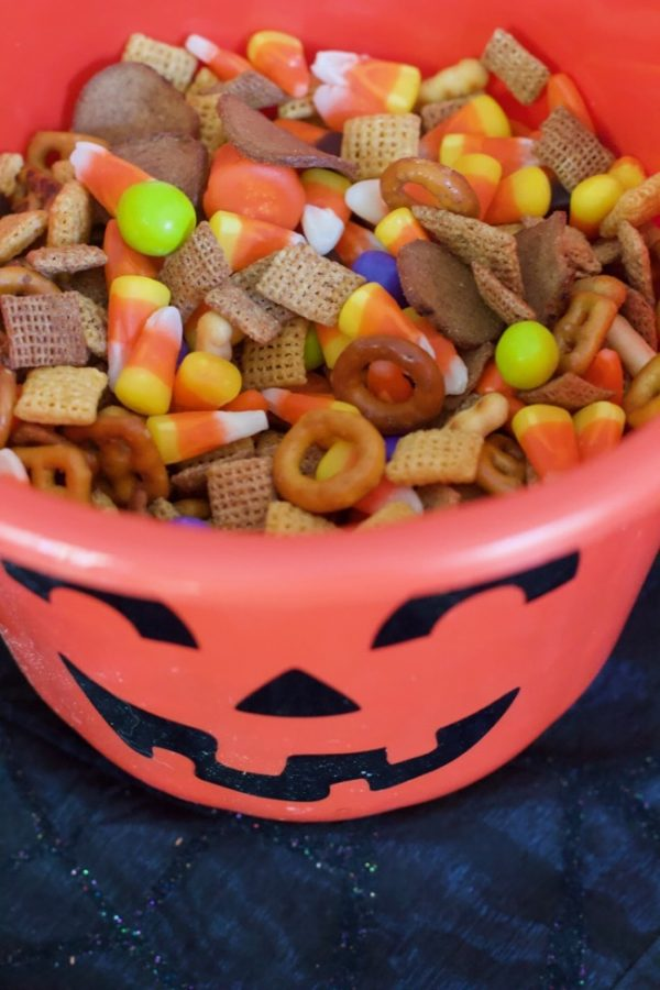 Quick Sweet and Salty Halloween Snack Mix
