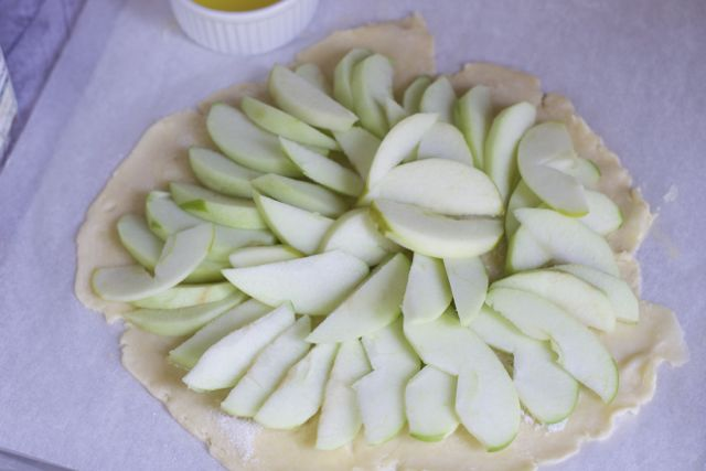how to make an easy apple galette and pastry dough in a food processor
