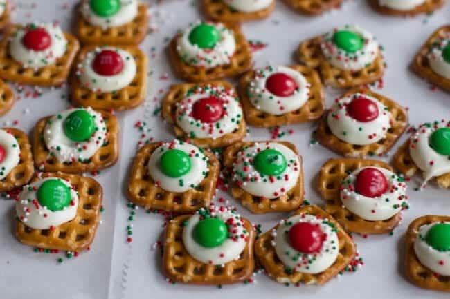 Christma pretzel treats
