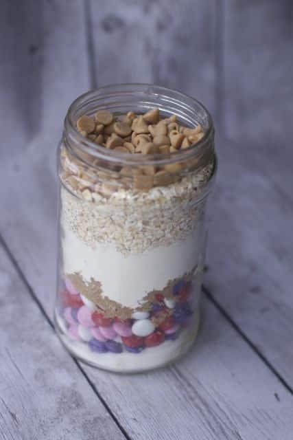 layered cookies in a jar recipe