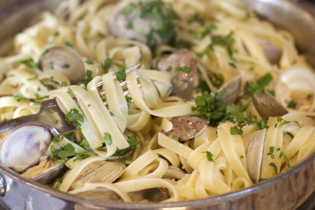 linguine with fresh clams recipe. A gourmet pasta dish in less than 30 minutes