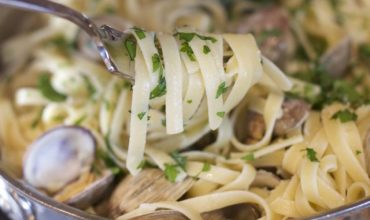 Linguine with Fresh Clam Sauce Recipe