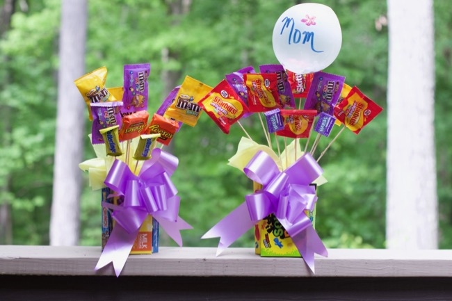 DIY Mothers Day Gifts (Inexpensive Candy Flowers Vase)