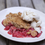 Simply Delicious Rhubarb Strawberry Crisp Recipe