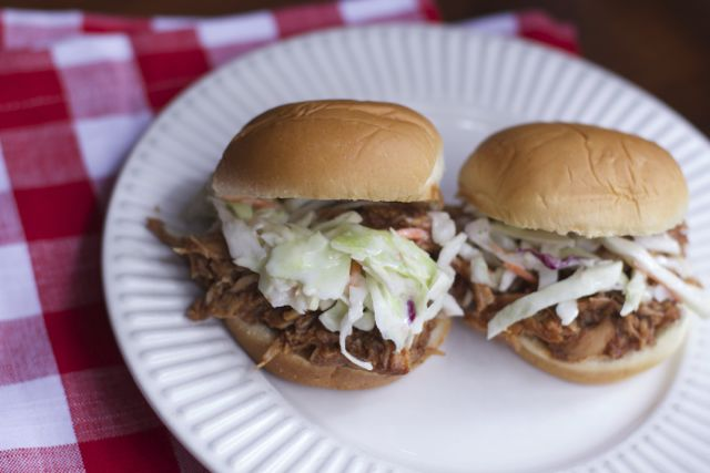best 3 ingredient slow cooker pulled pork recipe.