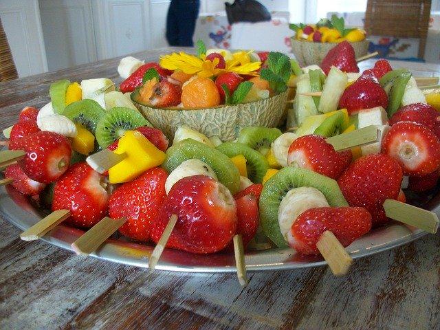 healthy snacks for birthday parties, fruit skewers