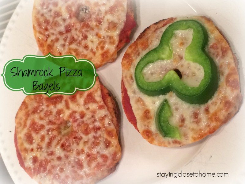 St. Patricks Day Healthy Lunch Ideas–Shamrock Pizza Bagels