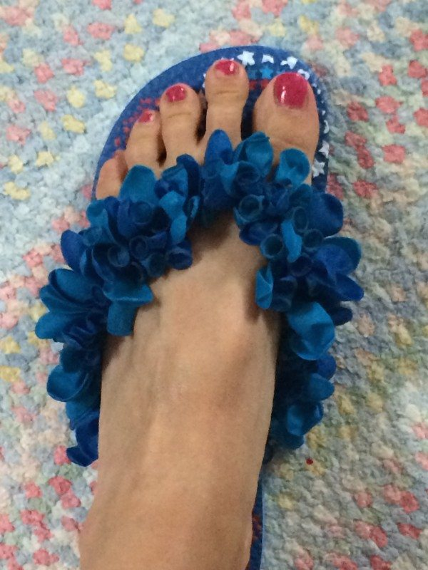 Dollar Store Crafts like this fun DIY Summer Flip-Flops Idea are great for 4th of July picnic activities for kids! Check our easy dollar store crafts ideas!