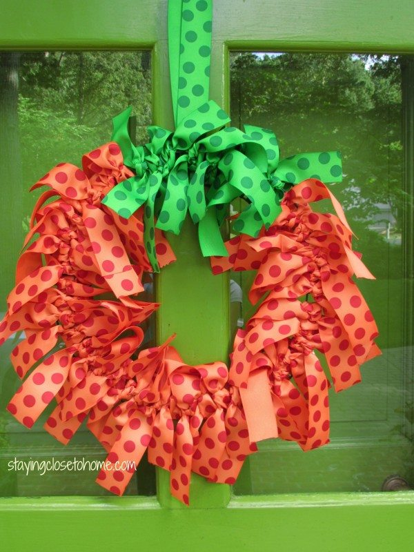 How to Make An Easy Pumpkin Wreath out of Ribbon
