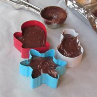 Holiday Recipes: Easy Fudge Cookie Cutter Place Cards