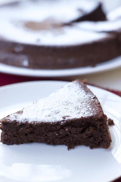 decadent-flourless-chocolate-cake