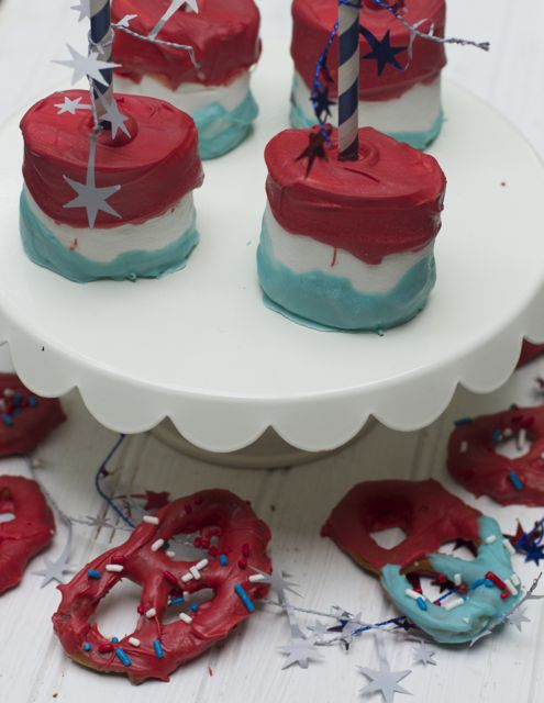 Marshmallow Pops like these 4th of July Marshmallow Pops are ideal for serving at your holiday party or barbecue!  They are fun, easy, and oh so yummy!