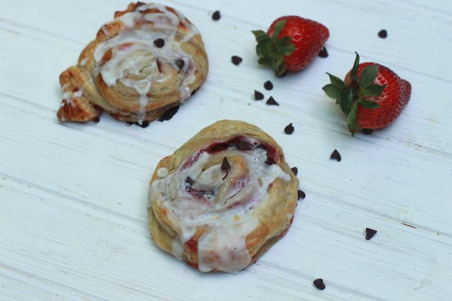 Easy Strawberry Sweet Rolls Recipe