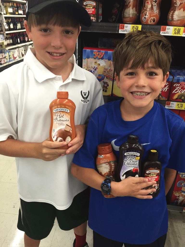 kids picking toppings