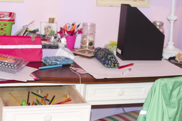 5 organizing tips for a middle schooler close to home - How to organize your desk at home for school ...