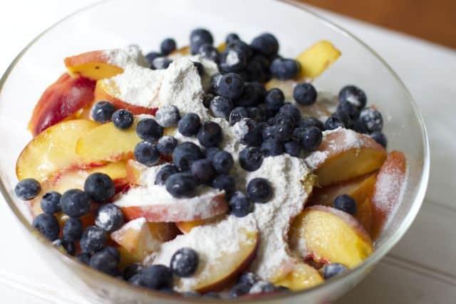 peach blueberry dessert