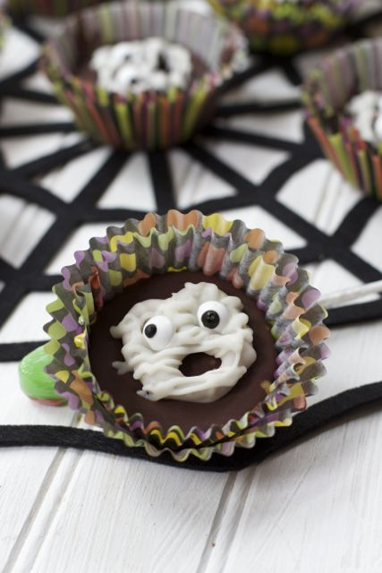 Easy Halloween Treats: Mummy Peanut Butter Cups Recipe