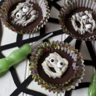 Easy Halloween Treats:  Mummy Peanut Butter Cups