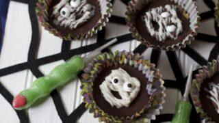 Easy Halloween Treats:  Mummy Peanut Butter Cups