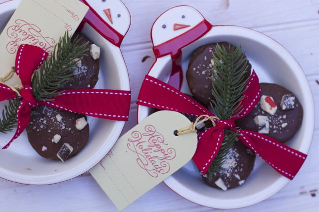 Handmade Holiday Gifts: Peppermint Bark Brownie Bites