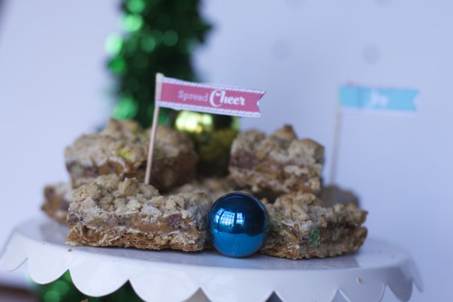 Holiday Cookies: Christmas Oatmeal Carmelitas Recipe