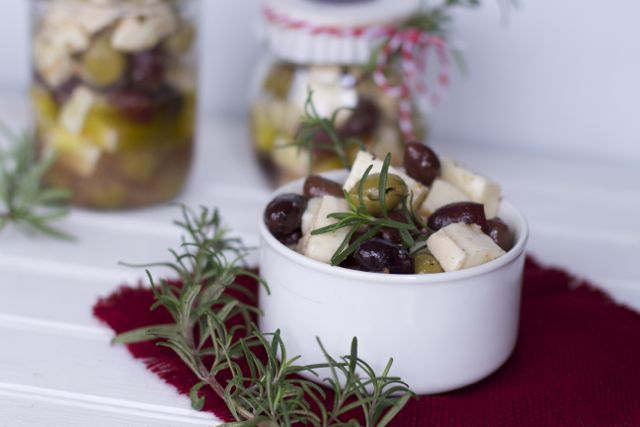 olives in a bowl