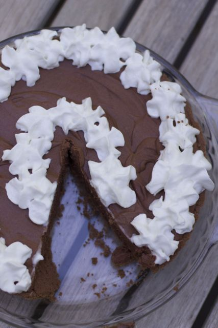 Making a pie does not have to be hard. Make this 5 ingredient Chocolate truffle pie recipe.