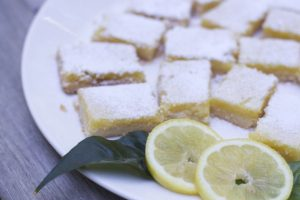Make these super easy lemon bars using fresh lemons