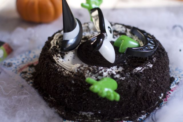Easy Halloween Party Ice Cream Cake