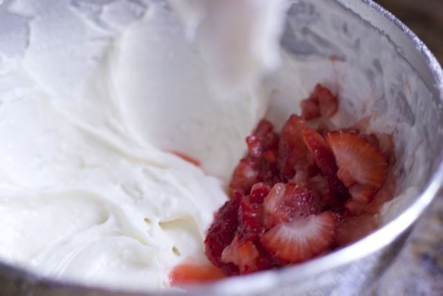 easy-strawberry-cake