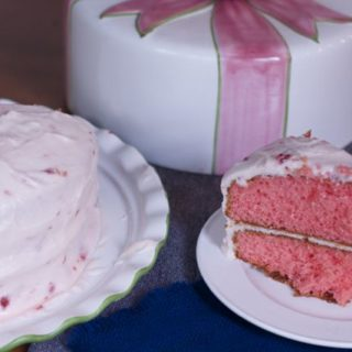 delicious strawberry cake that can be made all year round.