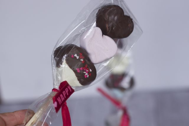 Easy Valentines Day Treats: Chocolate Covered Marshmallow Kebabs