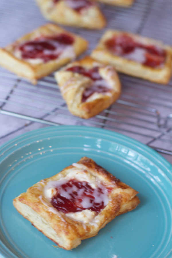Short Cut Breakfast Pastry–Just 4 Ingredients