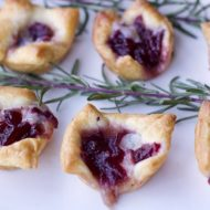 Three Ingredient Appetizers For A Crowd (Cranberry Brie Bites)