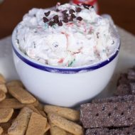 Couldn't Be Easier Peppermint Bark Dip Recipe