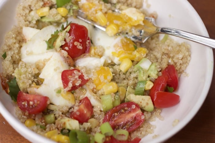 Easy Family Meals : Southwestern Quinoa and Egg Breakfast Bowl