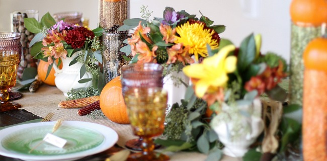 Add these colorful thanksgiving table ideas to your holiday entertaining