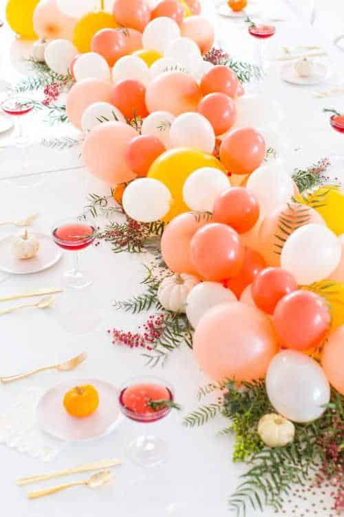 Friendsgiving Table DIY Balloon Centerpiece ( + Recipe)
