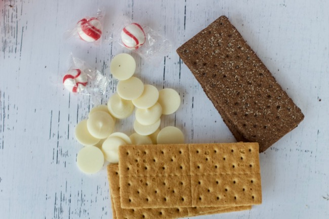 Peppermint White Chocolate Covered Graham Crackers