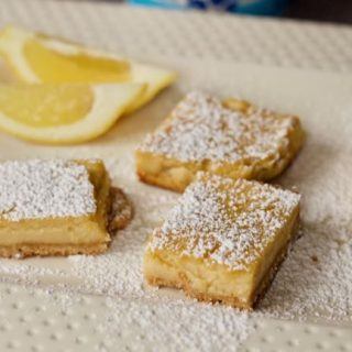 close up Yogurt lemon bars