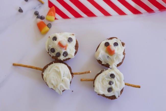 mini-muffin-snowman snacks